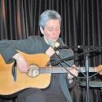 Annett Kuhr bei ihrem Auftritt im Buxtehuder Kulturforum